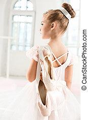 ballerine, peu, tutu., classique, danse, ballet, enfant, girl, adorable, blanc, studio.