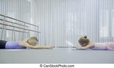 ballerine, prima, filles, dos, deux, balance., exersices, abdominal, enseigne