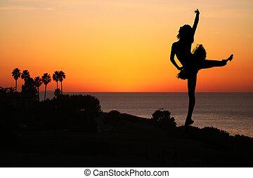 ballerino balletto, a, tramonto, fuori