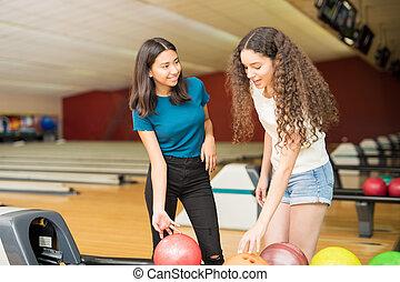 balles, club, filles, haut, conversation, quoique, bowling, cueillette, étagère