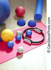 balles, pilates, toning, stabilité, anneau, rouleau, natte yoga