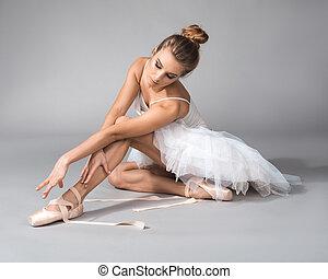 ballet, délassant, après, répétition, danseur, femme