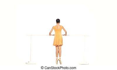 ballet, isolé, jaune, danseur, robe blanche