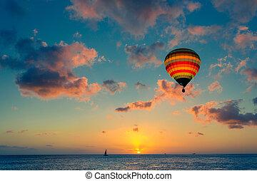 ballon air chaud, à, coucher soleil, à, les, mer, fond
