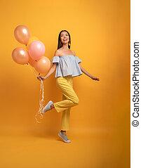 balloon., パーティー, 黄色の背景, 女の子, 幸福, expression., うれしい, 準備ができた