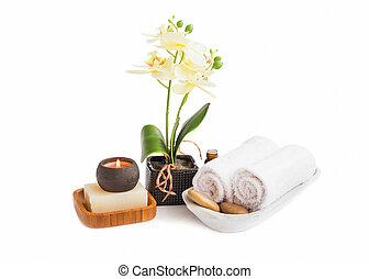 balneario, conjunto, aislado, .orchid, flor, con, toallas, jabón, y, vela, abrasador, blanco, plano de fondo