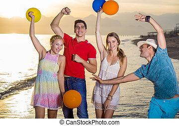balony, przyjaciele, plaża, szczęśliwy