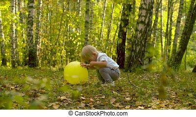 baloon, klein, lustiges, kind, gelber