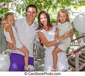 baloons, famille, jeune, quatre, portrait, blanc, café