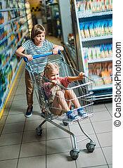 bambini, carrello, supermercato