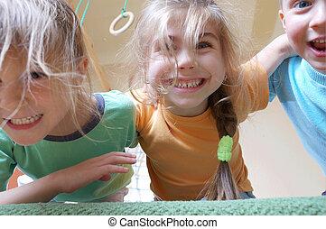 bambini giocando