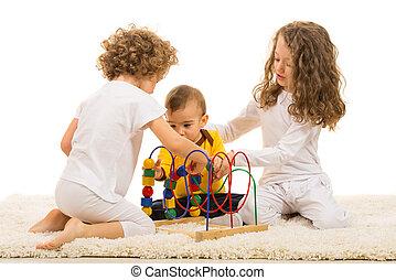 bambini giocando, con, giocattolo legno, casa