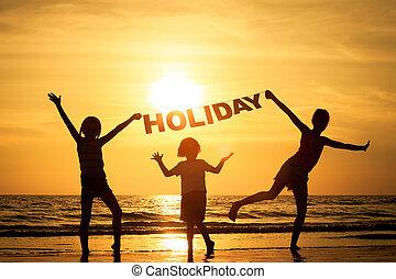 bambini giocando, felice, spiaggia