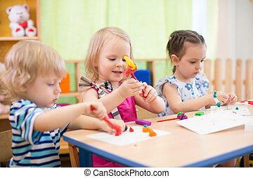 bambini, gruppo, fabbricazione, arti arti, in, asilo, con,...
