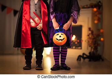 bambini, halloween, trucco, strega, costume, o, trattare