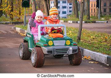 bambini, in, automobile gioco