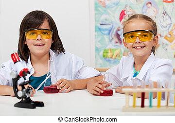 bambini, in, elementare, classe scienza