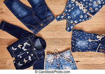bambini, legno, giacca, pantaloncini denim, fondo., vestire, jeans