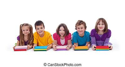 bambini scuola, con, colorito, libri