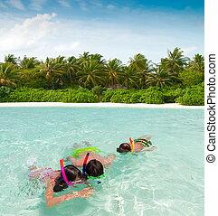 bambini, snorkeling, mare