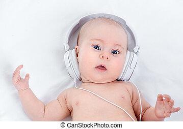 bambino, ascoltare musica