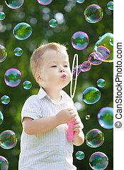 bambino, colpo, bolle