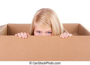 bambino, guardando fuori, di, uno, scatola