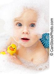bambino, il bagnarsi
