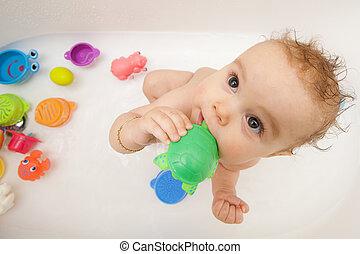 bambino, in, vasca bagno, con, giocattoli