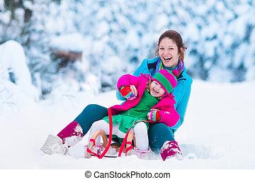 bambino, nevoso, parco, sledding, madre