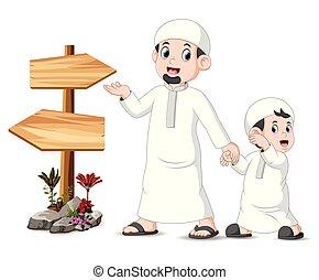 bambino, proposta, vuoto, legno, signpost, padre, standing, suo