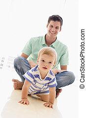 bambino, sorridente, dentro, padre, gioco