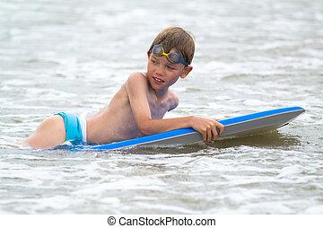 bambino, spiaggia, bodyboard, giovane