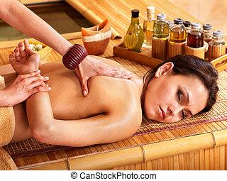 bamboe, vrouw, spa., masseren, krijgen