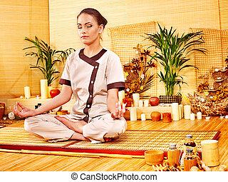 bambou, masage, à, spa, et, woman.