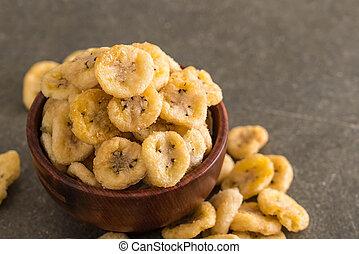 banana crispy chips in bowl