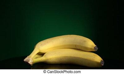 Banana turning loopable