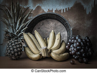 Bananas and fruits that are dried