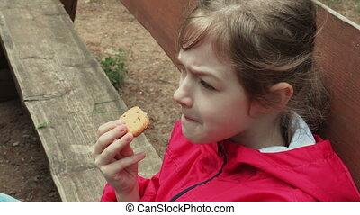 banc, peu, manger, biscuits, haut, girl, fin, parc