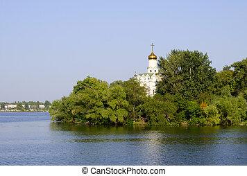 banca fiume, albero, chiesa