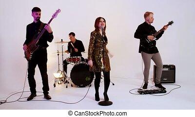 bande, doré, femme, -, musical, jouer, chanson, gens, clair,...