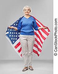 bandeira estados unida, mulher, sênior, américa