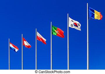 bandeiras internacionais, contra, um, céu azul, -, portugal, tchad, países baixos, polônia, coréia
