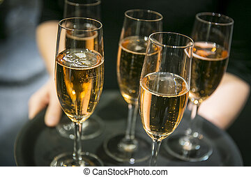 bandeja, anteojos, champaña