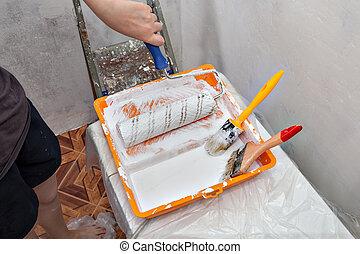 bandeja, con, pintura blanca, y, pintar equipar herramienta,...