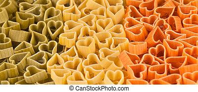 bandera italiana, hecho, de, color, pastas, en forma, de, corazón