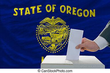 bandera, papeleta, oklahoma, durante, elecciones, hombre, ...
