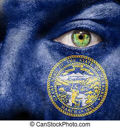 bandiera, dipinto, su, faccia, con, occhio verde, mostrare, nebraska, sostegno