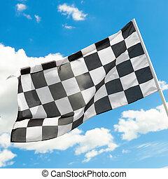 bandierina checkered, ondeggiare, vento, con, nubi bianche,...