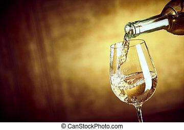 baner, ofpouring, a, vit vin glas, från, a, flaska